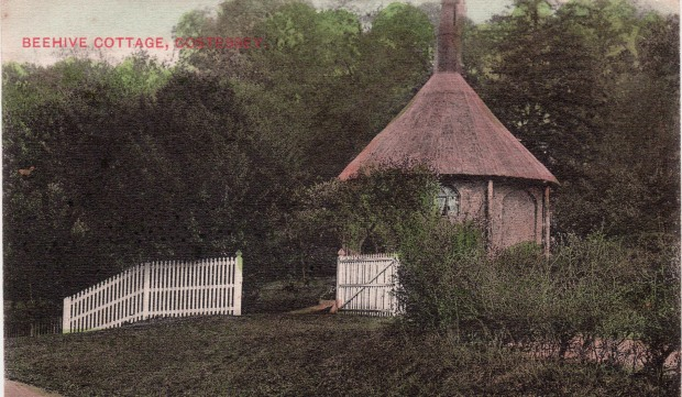 POST CARD dated1907. At that time it was still called Beehive Cottage.