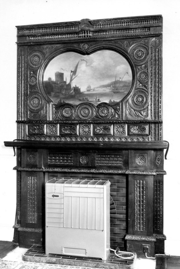 The overmantle in the main room on the ground floor of the house at 29 Surrey Street, Norwich, which once held the Linnean Collection.