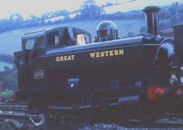 0-6-0 GREAT WESTERN tank engine on the Dart Valley